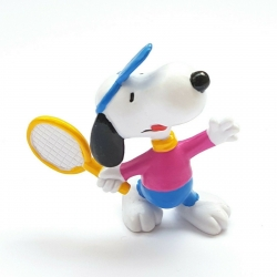 Figura Schleich® Peanuts, Snoopy jugando al tenis (22224)