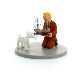 Figura / Cofre Tintín y Milú sujetando el Unicornio Moulinsart 43115 (2011)