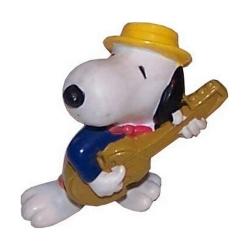 Figurine Schleich® Peanuts, Snoopy avec sa guitare et son chapeau (22233)