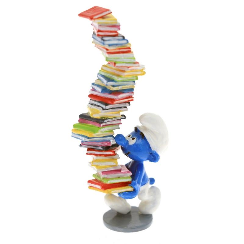 Figura de colección Pixi El Pitufo sosteniendo un pila de libros 6417 (2016)