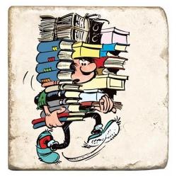 Placa de mármol de colección Tomás el Gafe con una pila de libros (10x10cm)