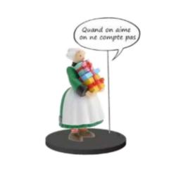 Figura de colección Plastoy Bécassine con una pila de regalos 66600 (2020)