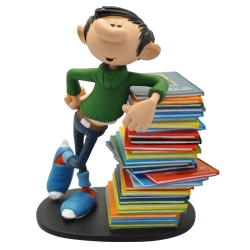 Collectible figurine Plastoy Gaston Lagaffe leaning on a stack of comics